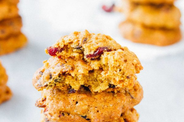 Pumpkin oatmeal cookies with dried cranberries and chocolate chips for a wonderful Fall-inspired cookie that will leave everyone begging for more!