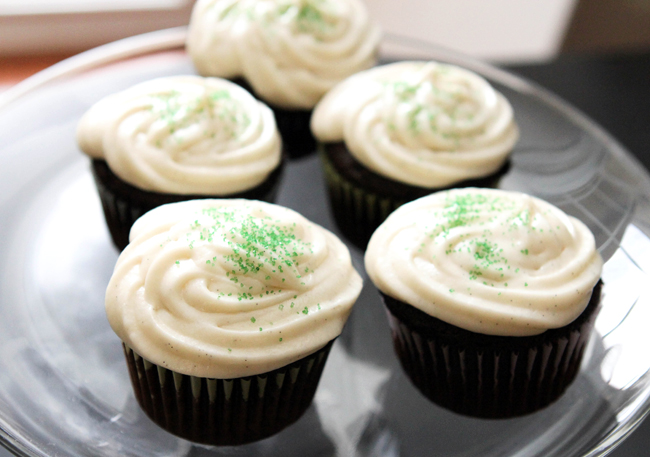 dark-chocolate-vanilla-cupcakes-1
