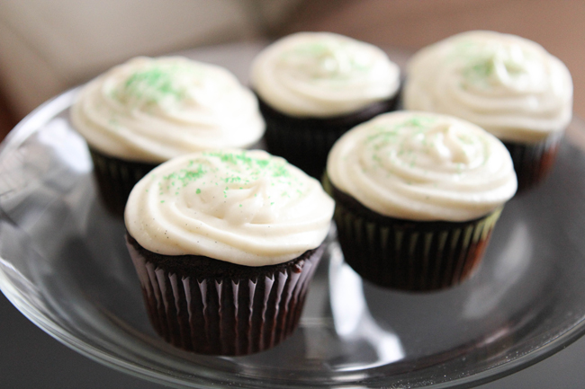 Dark Chocolate Cupcakes With Vanilla Bean Frosting Table