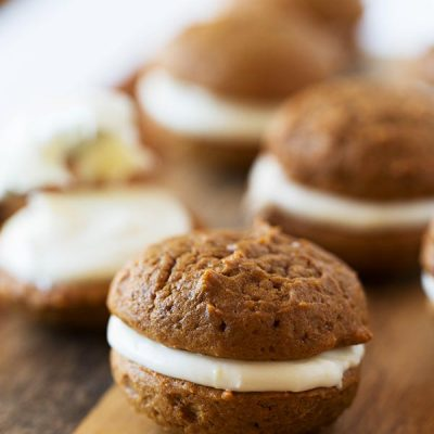 Mini gingerbread whoopie pies are the perfect little treat for the holiday season! Make this for all your festive gatherings!