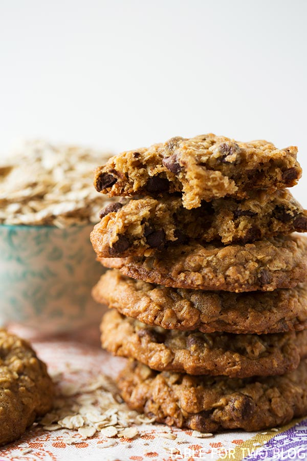 The chewiest and slightly crisp honey oatmeal chocolate chip cookies ...