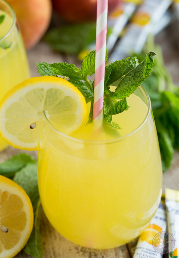 Sparkling Mint Peach Lemonade is refreshing, sweet, and full of ...