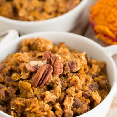 The perfect Fall breakfast for a crowd! This pumpkin spice baked oatmeal has just the right amount of pumpkin & oats to give your breakfast that Fall flair!
