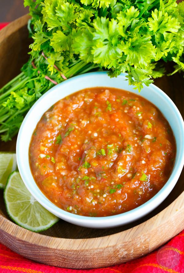 Give the classic salsa a twist with this easy and flavorful homemade tomatillo and tomato salsa! It's ridiculously easy to make and will be the new star on your table!