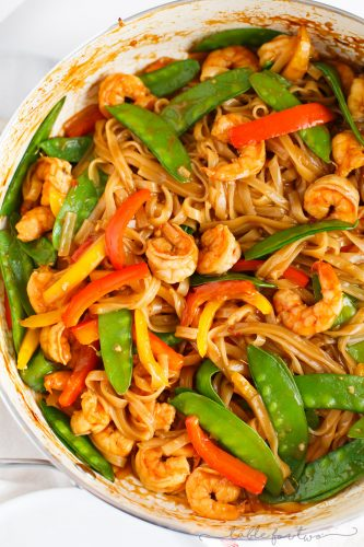 An easy and flavorful weeknight dish to satisfy your stir fry craving! This ginger garlic shrimp noodle stir fry is packed with everything your tastebuds will love and they'll love you back!