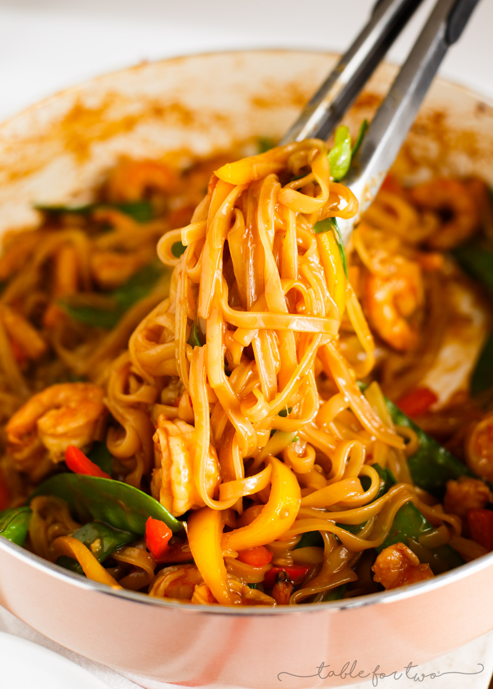 An easy and flavorful weeknight dish to satisfy your stir fry craving! This ginger garlic shrimp noodle stir fry is packed with everything your tastebuds will love and they