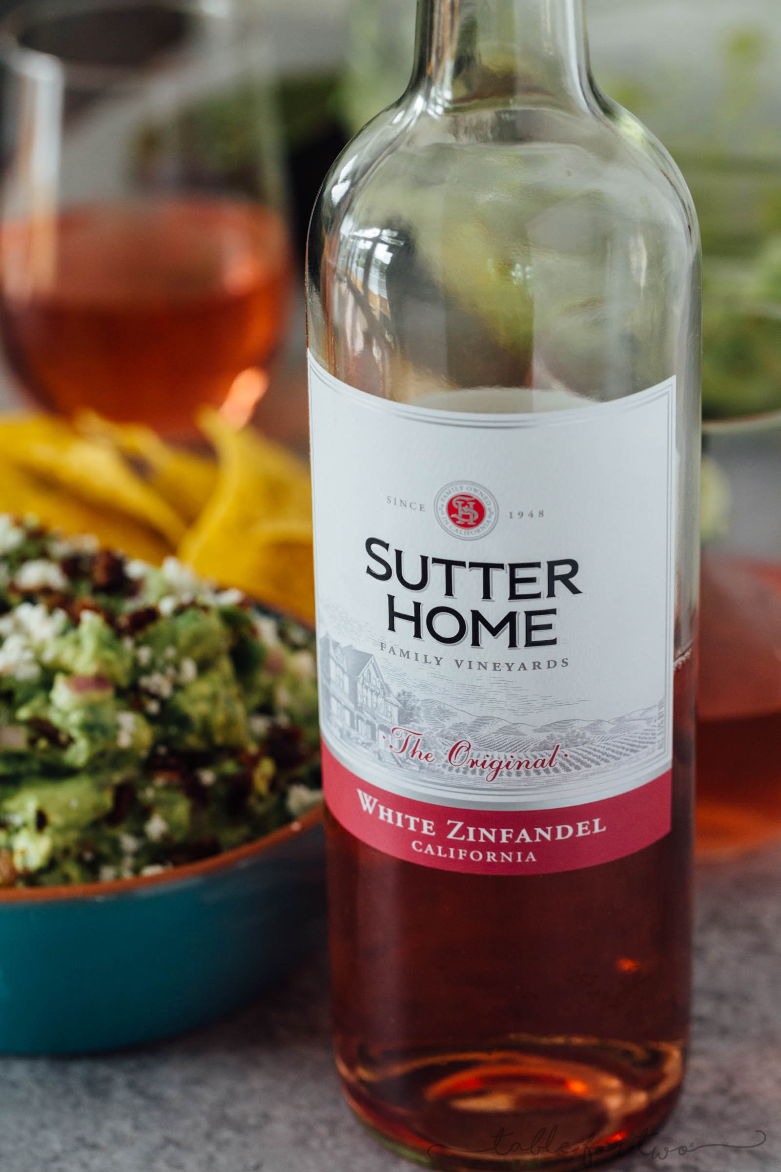 Loaded guacamole is pretty much the only way to have guacamole these days. Charred poblano peppers, bacon, and queso fresco make this guacamole freaking amazing especially with a glass of @sutterhome White Zinfandel! #ad #sweetonspice