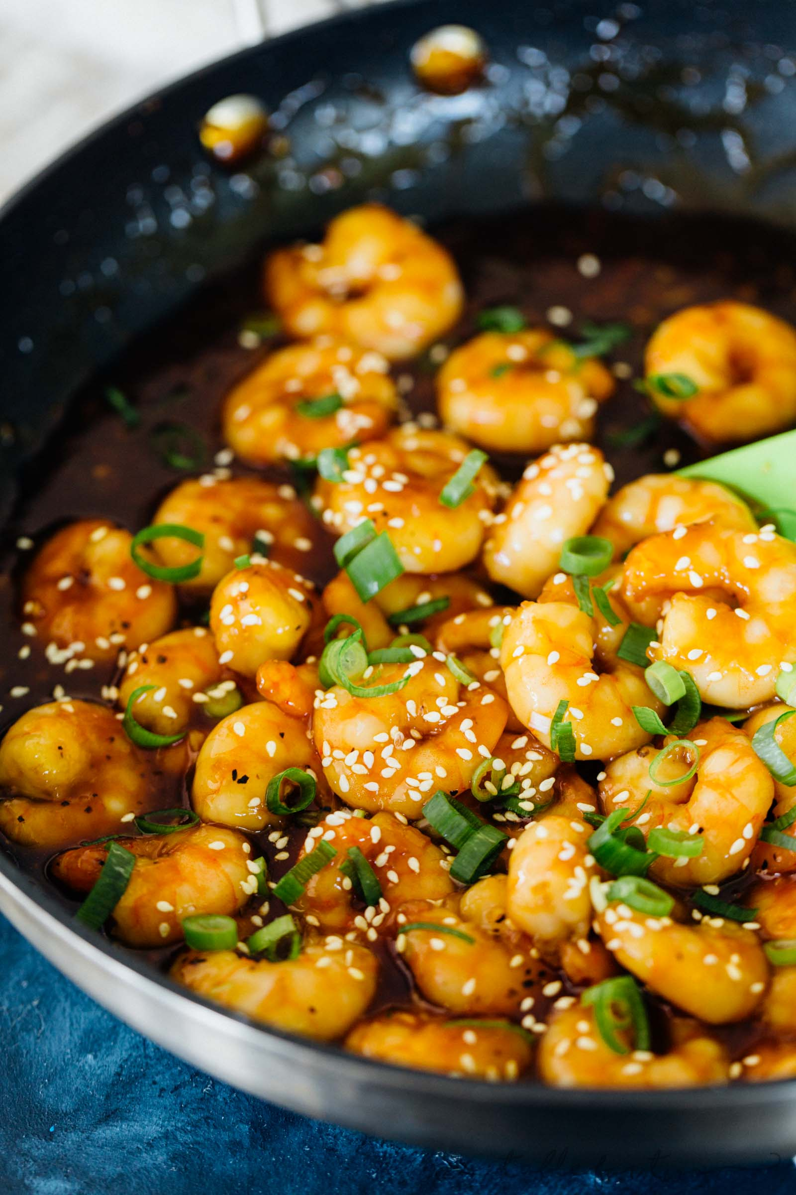 Super quick and easy seafood dinner for those who love shrimp! Honey ginger garlic shrimp stir fry takes only 20 minutes to put together! You will love the short amount of time that you'll be in the kitchen!