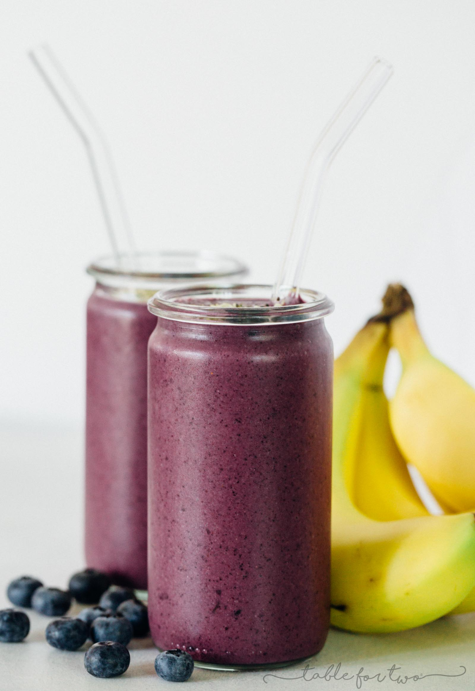 A deliciously decadent and refreshing blueberry banana smoothie to start your day or for a post-workout! This blueberry banana smoothie is packed with antioxidants and loads of healthy nutrients to get you through your day!