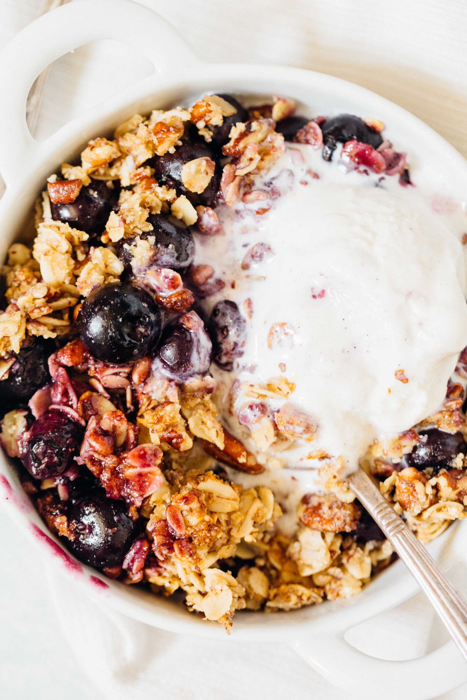This blueberry pecan crumble is effortless to put together but it is an exceptional dessert to have to finish off any dinner party or get-together! #blueberrycrumble #blueberrypecan #blueberry #pecan #blueberrydessert #dessert #summerdessert