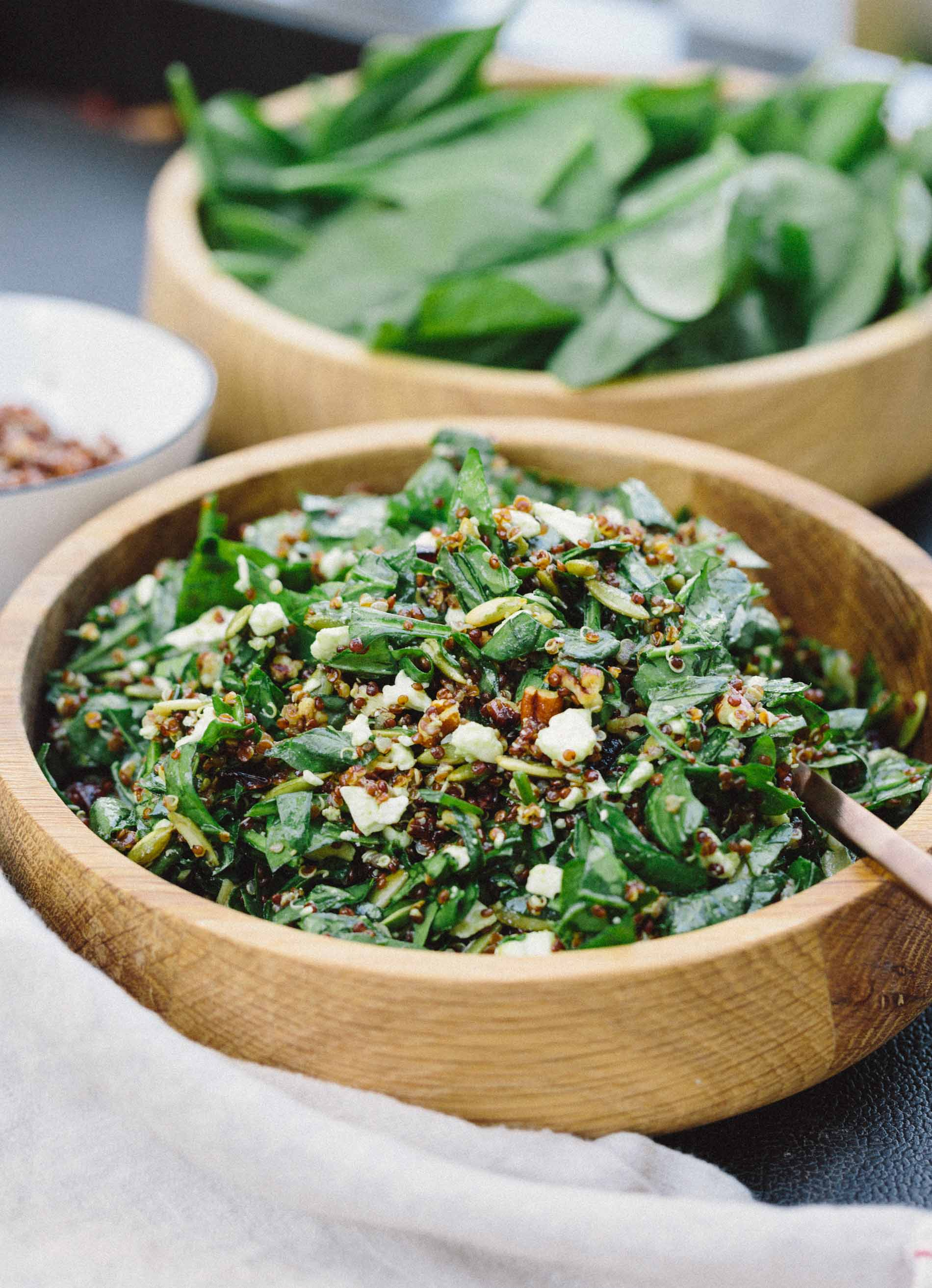 An easy yet elegant nutty spinach and quinoa salad that is perfect as any side accompaniment to any meal! #sidesalad #quinoa #spinachsalad #easysalad #saladrecipe #babyspinach #pumpkinseeds