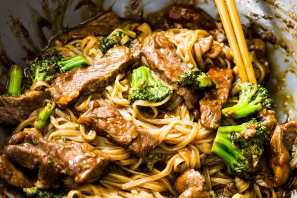 A take on the classic Chinese takeout dish but in a rice noodle dish! Super easy to make on a busy weeknight! This Asian beef and broccoli noodle dish is going to be your new favorite! #beefandbroccoli #ricenoodles #asiannoodles #asianrecipe #noodlerecipe