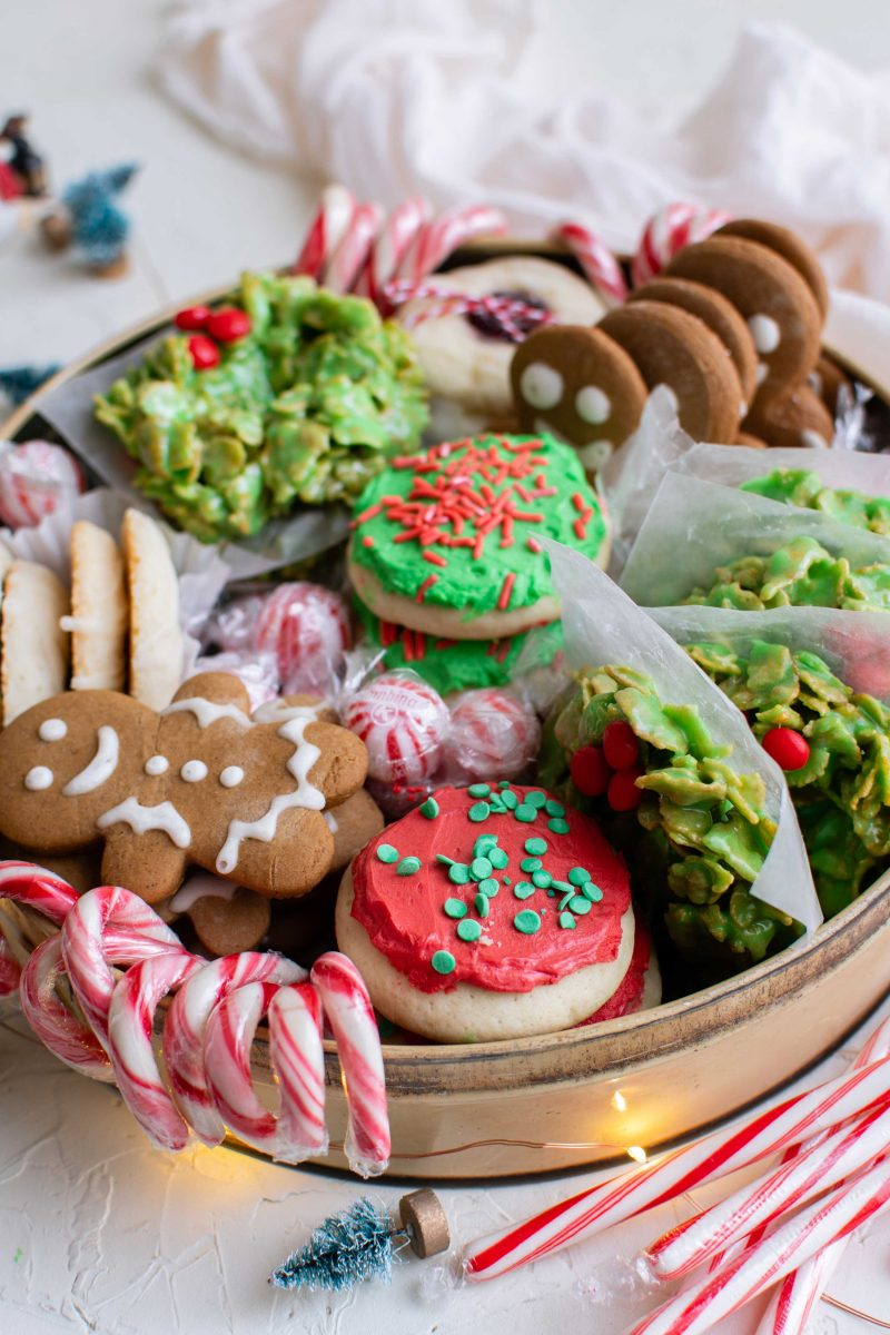 Spread some holiday cheer by learning how to make a beautiful holiday cookie box to gift this holiday season!