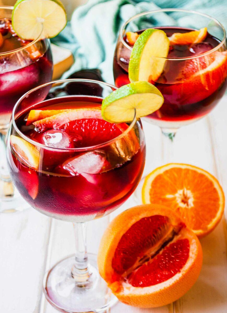 Citrus slices are placed around glasses of Tinto de Verano.